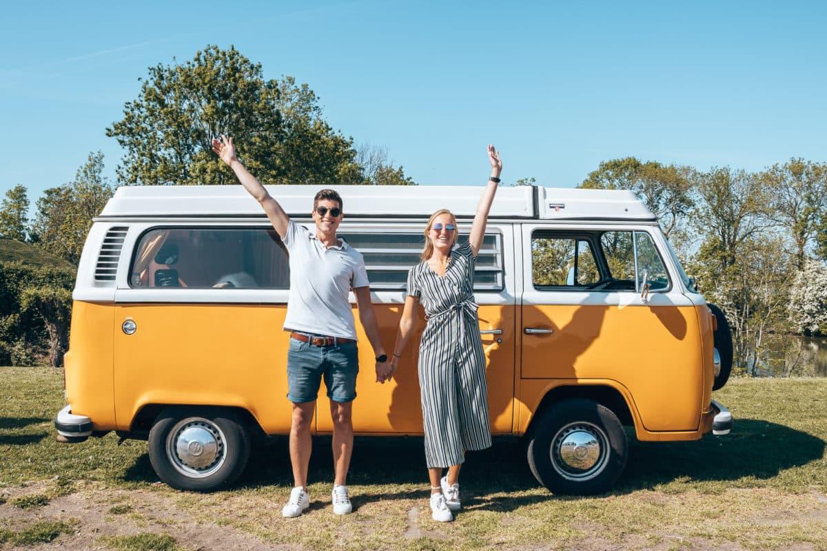 Je vraagt je vast af wat twee dagen toeren met een retro Volkswagen bus kost. Laten we ermee beginnen dat het afhankelijk is welke oldtimer je zou willen huren en voor hoelang. Het huren van een oldtimer kan al vanaf €159,- per dag. Ben je na deze blog ervan overtuigd dat jij dit ook wilt? Of gaat jouw buitenland vakantie niet door en wil je nu op vakantie met een Volkswagen camper? Dan is het aan te raden om bij Thessa van de Volkswagencamper vrijblijvend een offerte aan te vragen.