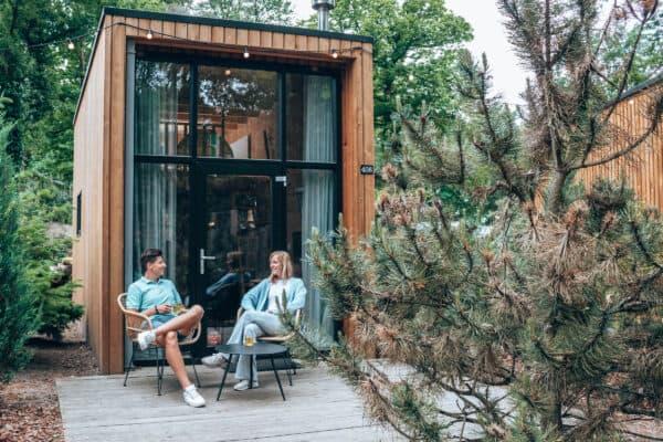 Overnachten in een tiny house met hottub Droomparken