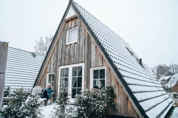 Knusse wellness vakantiehuisjes in de winter. Hof van Salland