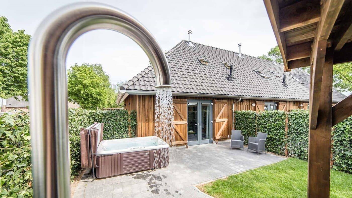 Romantische vakantiehuisjes met buiten jacuzzi voor twee personen in Limburg