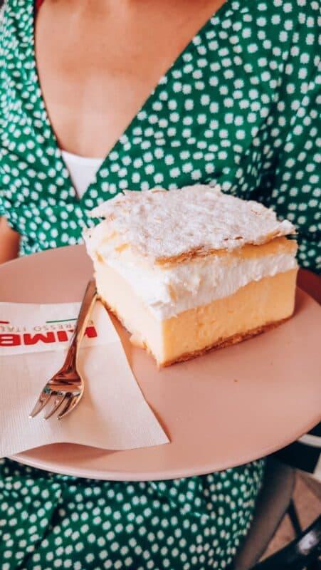 Bled Cream Cake eten in Slovenie
