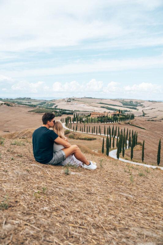 Foto-hotspot-in-Toscane-weg-met-cipressen-Val-Dorcia-