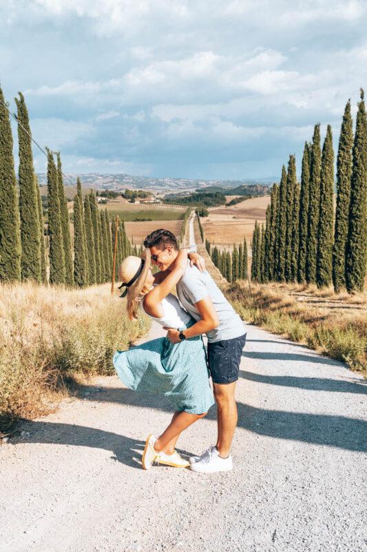 Instagram-foto-hotspot-in-Toscane-weg-met-cipressen