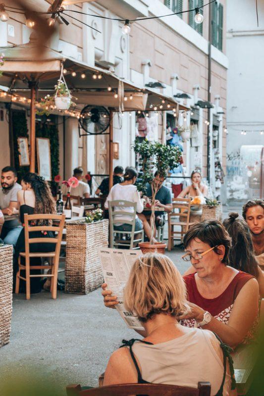 Wat te doen in Rome? Overnacht en dineer in wijk Trastevere